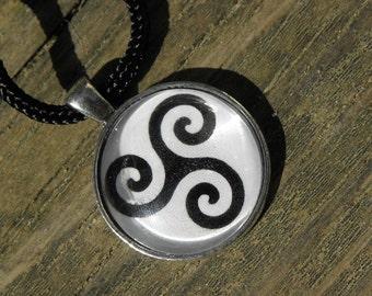 Triskele Celtic Triple Spiral Unisex Wiccan Symbol Glass Necklace Pagan