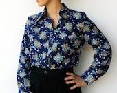 Vintage 70s Button Up Shirt / Navy Floral Blouse / Size L