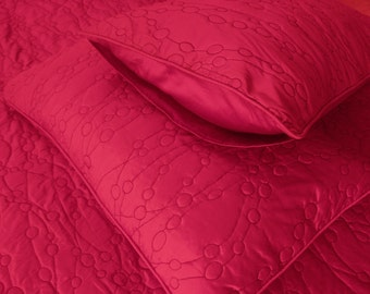 """Cotton fushia pink twin size quilted bedspread with 2 pillows in size 108""""x90"""" and 20x26 inches"""