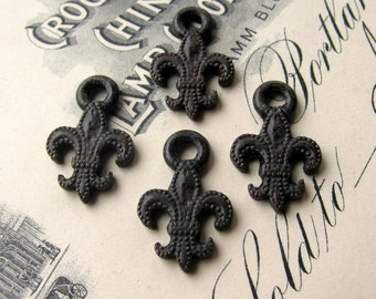 Fleur de Lis charms, 19mm, antiqued black pewter (4 charms) oxidized patina, rustic, weathered, French New Orleans vampire symbol CH-SC-031