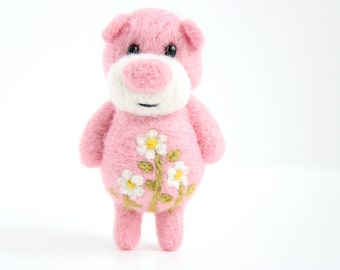 Pink pocket bear with daisies
