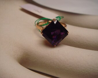 Vintage 1950 TO 1960 fine jewelry in solid 18K gold square  shape amethyst ring