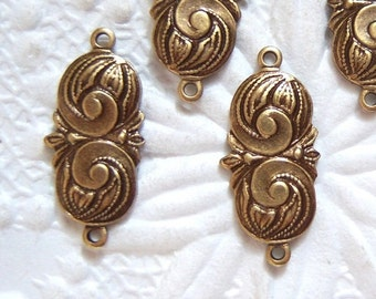 Antique brass swirl connector with two rings., lot of (6) - GB199