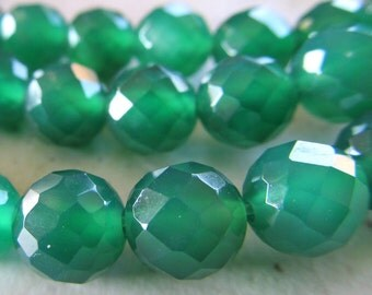 Agate Beads 10mm Emerald Green Faceted Rounds - 12 Pieces
