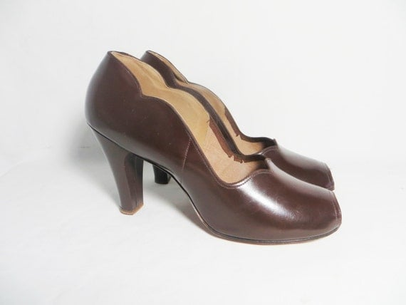 RESERVED for Bex - Vintage 40s DEADSTOCK Shoes Peep Toe Vintage Scalloped Pin Up Heels Size 9 B