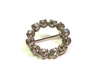 Tiny Vintage 1950s Crystal Clear RHINESTONE Circle Wreath Pin Brooch