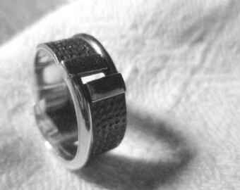 silver wedding band ring