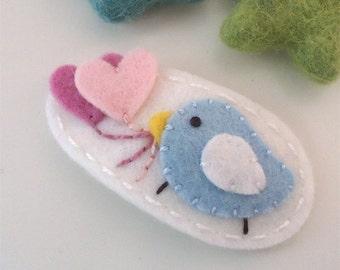 Felt hair clip -No slip -Wool felt -Pale blue bird and hearts -ecru