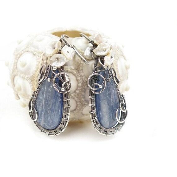 Wedding wire wrap earring , blue dangle earring , silver wirework jewelry , gemstone fine jewelry , sterling earring , bridal pearl jewelry