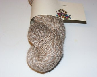 Taupe/grey/white Alpaca recycled yarn