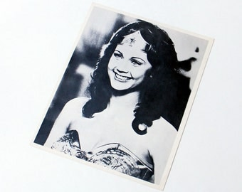 Lynda Carter Fan Photo Wonder Woman Hollywood Collectible Publicity Photography Movie Memrobilia