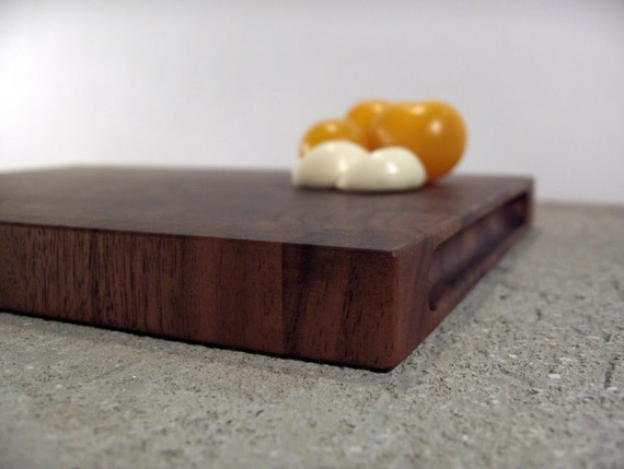 Walnut cutting board - endgarin serving tray