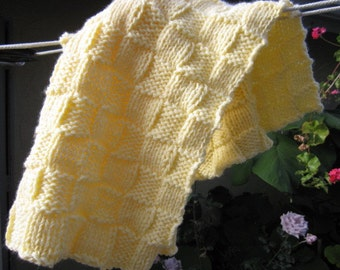 Knit baby blanket smaller sized (yellow)