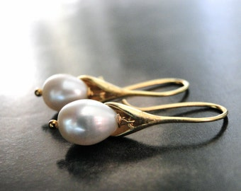 SALE Jewelry, Earrings, Calla Lilly Pearl Earrings, Luxe Freshwater Pearl Earrings, Wedding Accessories