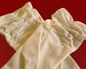 Size 7-1/2 Ruched White Wrist Length Gloves
