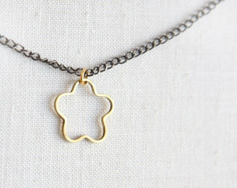 Summer Party Gift Simple Minimal Solid Brass Flower Necklace Modern Geometric Necklace Jewelry Gift for her best friend two tone Mixed Metal