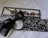 damask pattern bracelet gift box