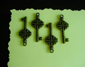 Lot of 4 Clover Key Charms - Antiqued Brass- Double Sided