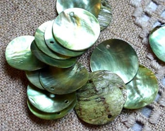 25pcs Mussel Shell Pendant Natural Drop 20mm Round Lime
