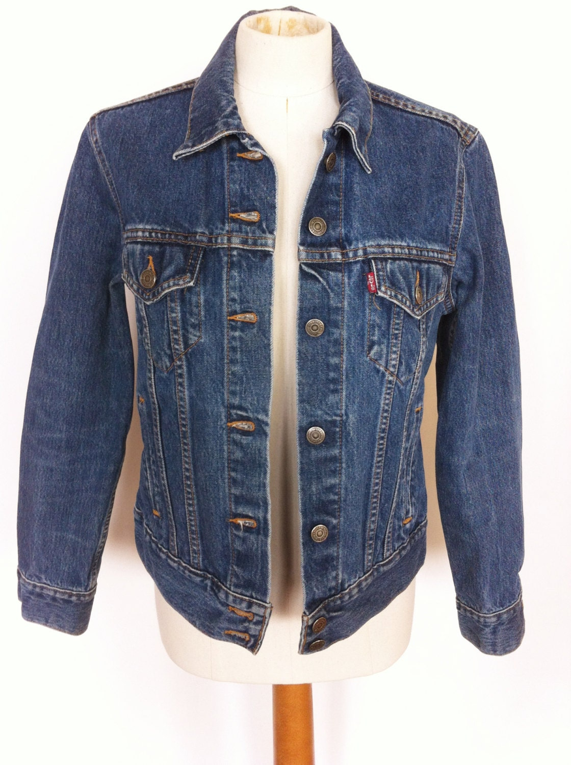 Vintage Women's Levi's Denim Jean Jacket Size Medium