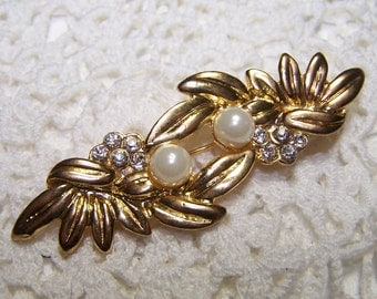 SALE Large Gold Tone Brooch with Crystal Rhinestones and Faux Pearls Pin Vintage Jewelry White Bridal Leaf