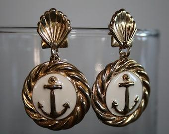 Vintage Cream and Gold Anchor Earrings / Cream and Goldtone Nautical Earrings / Sailor Theme Earrings / Seashell Dangle Earrings