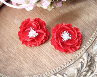 Red   color  flower   with  pin back   2  piece listing