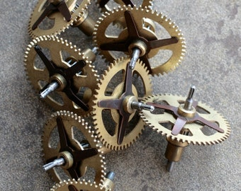 Vintage clock brass gears -- set of 8 -- D4