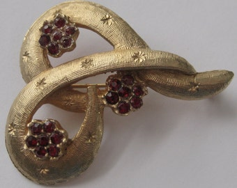 Sale Vintage Accessocraft Red Rhinestone and Gold Tone Brooch
