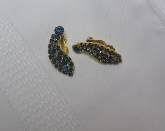 Vintage Sapphire Colored Marquis Cut and Round Rhinestones Curved Leaf Gold Tone  Clip Earrings