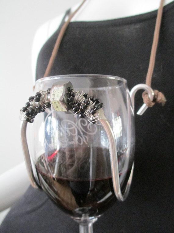 Wine glass holder necklace bolt black