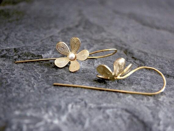 Bridal Gold earrings, Pearl earrings, vintage earrings, Bridesmaids earrings, bridesmaid gift, bridal pearl earrings, bridal jewelry