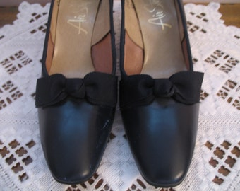 1960's Shoes, Navy Blue Heel's, Air Step with Bows