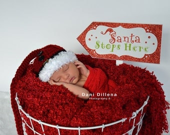 Christmas Santa's Buckle Hat, Red with White Boa Fur and Black Buttons, Holiday Hats for Baby, Newborn Photo Props, Holiday Photo Props