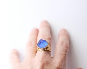Vintage 70's Gold and Blue Glass Carved Crowned Mountain Peak Adjustable Ring