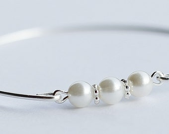 Set of 5 White Pearls Silver Bangle Bracelet, Bridesmaids Set, Bridal Jewelry, Bridesmaids Bracelet Set, Pure Poison, White Pearls Bangle