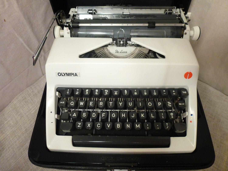 Vintage Typewriter Olympia Deluxe Typewriter Olympia White