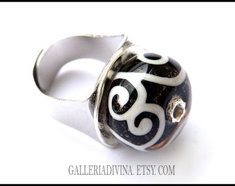 Lampwork glass ring - Black and white swirls