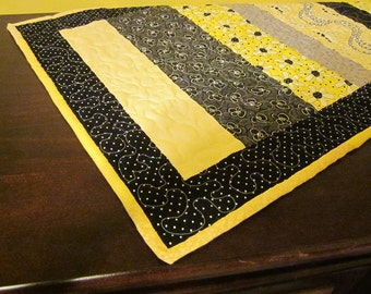 Daisy table runner, patchwork, yellow, black