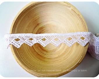 3M V white lace