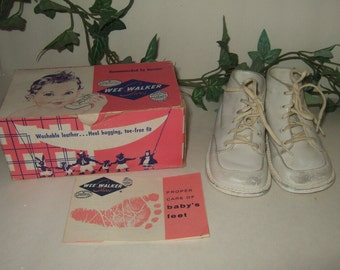 Vintage baby shoes Wee Walker size 2-1/2  white baby shoes in box 1961 White leather baby shoes new baby gift vintage toddler shoes