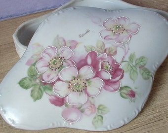 antique trinket box, hand painted jewelry box, antique porcelain box, hand painted pink flowers, bedroom dresser box