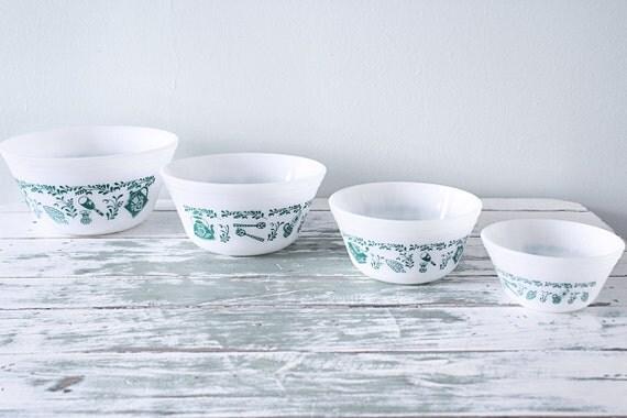vintage federal glass nesting mixing bowls set of 4. Black Bedroom Furniture Sets. Home Design Ideas