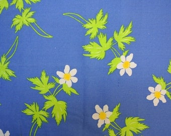 Vintage 1980s quilt fabric in highquality unused cotton with larger printed lime green and white flower pattern on clear blue bottomcolor