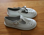 Girl's vintage leather T strap shoes
