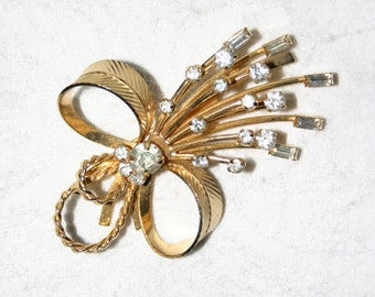Goldtone rhinestone large bow pin brooch /  vintage by Sarah Coventry / mid century splash of sparkle