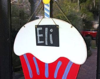 """Happy Birthday Wooden Cupcake with Mini Chalkboard for Personalizing 24"""" Red & Twitter Blue Stripe"""