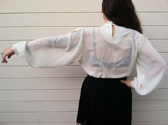 cream white Lace sheer pleated blouse Size large medium