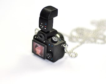 Personalized necklace Canon 650D Camera miniature with strobe / Personalized gift / Personalized necklace