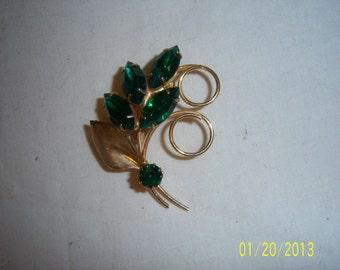1960s Goldtone Pin With Emerald Green Rhinestones
